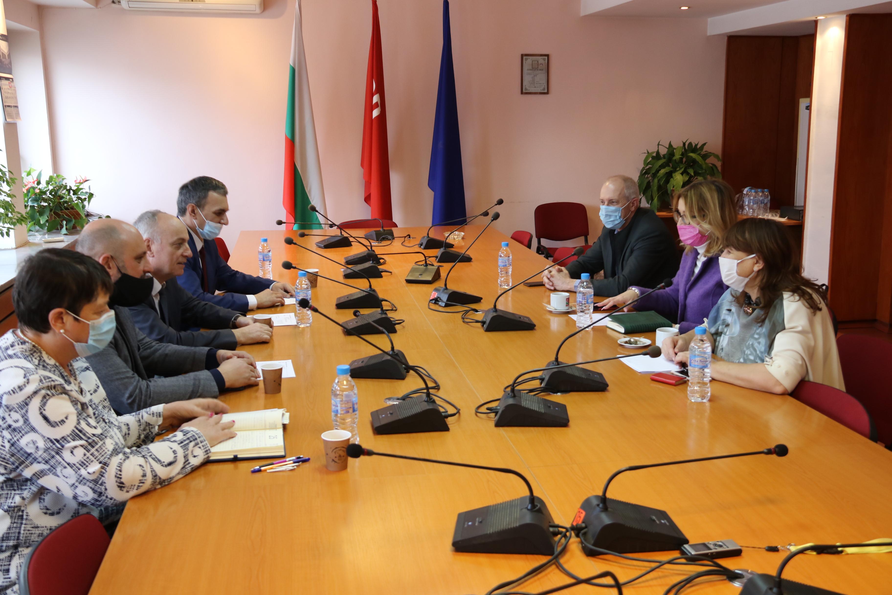Народните представителиот БСП доц. Георги Йорданов, зам.-председател на Здравната комисия