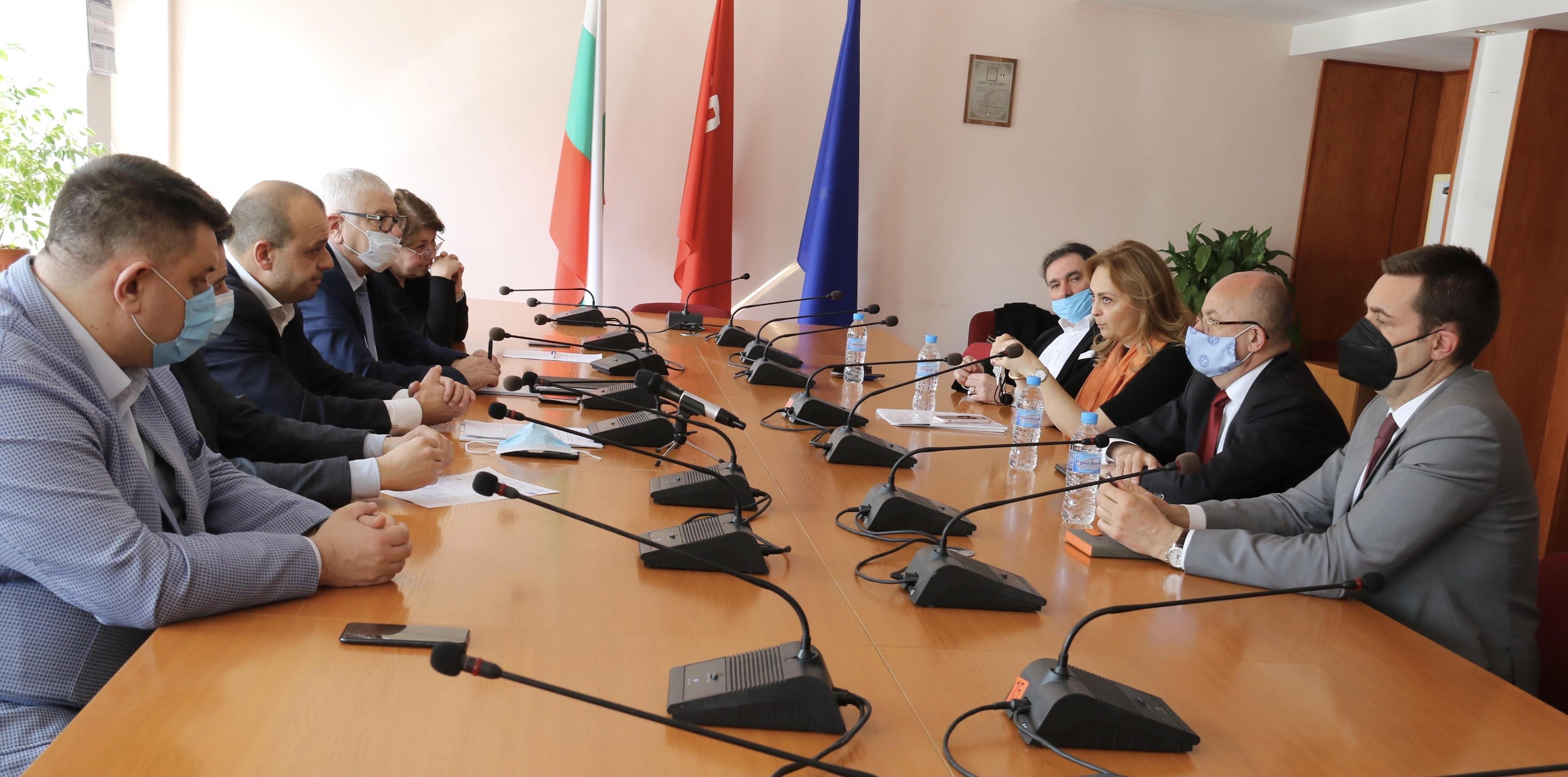 Предсeдателят на Комисията по икономика и туризъм в парламента Петър