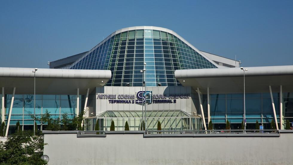 Самолет на Air France кацна извънредно на Летище София заради