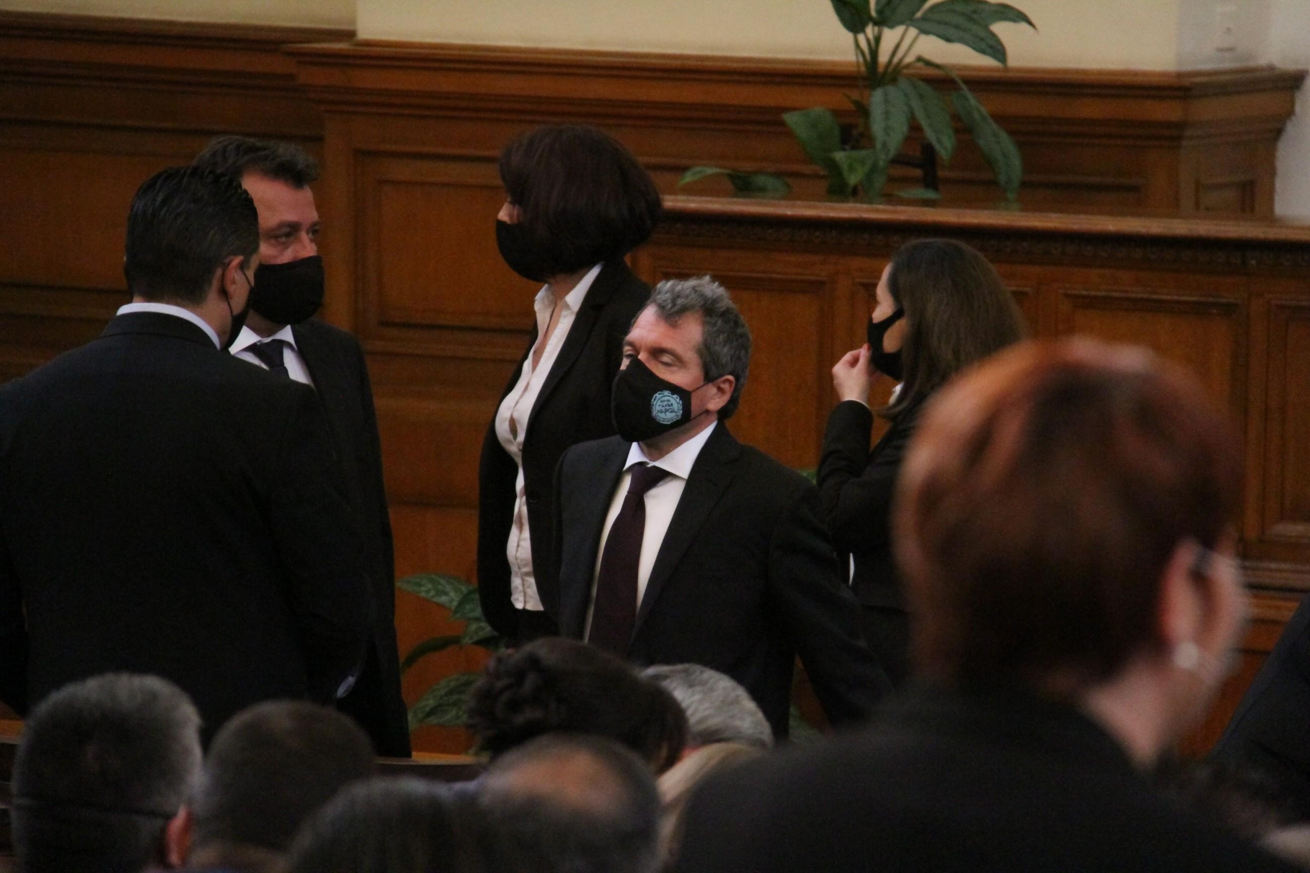 Парламентът задължи премиерът в оставка Бойко Борисов да се яви