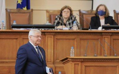 Страстите се покачиха до червено, след като финансовият министър Кирил
