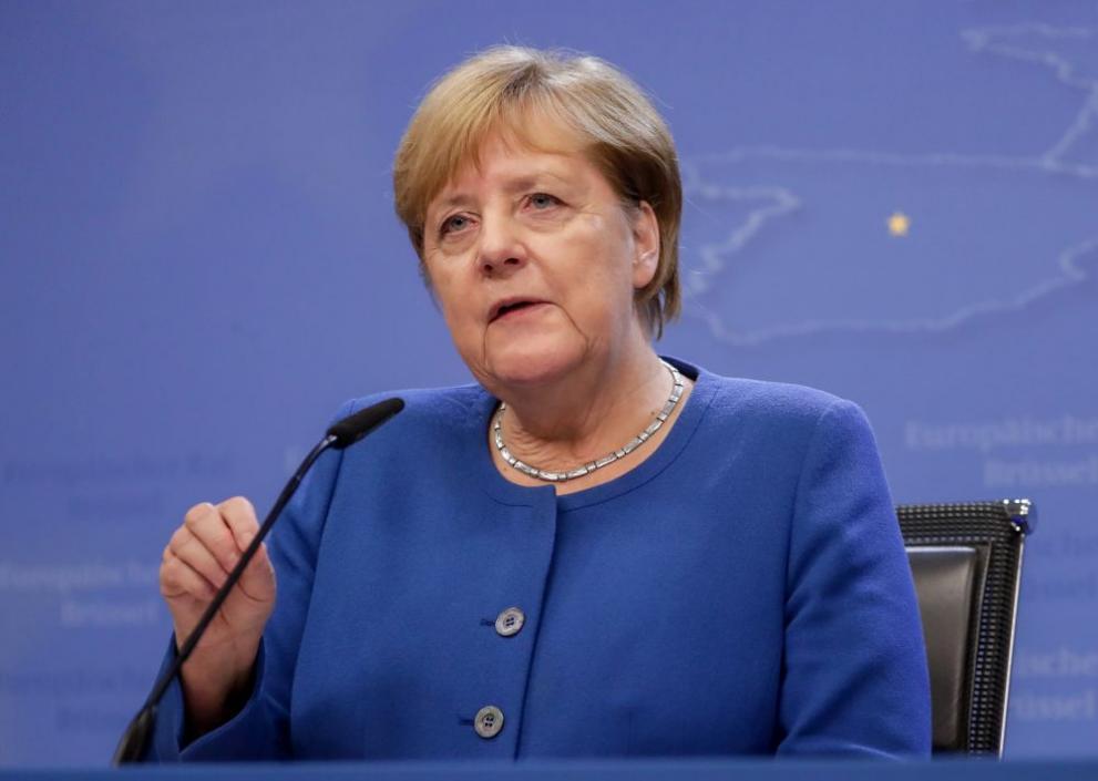Канцлерът на Германия Ангела Меркел се ваксинира с първа доза