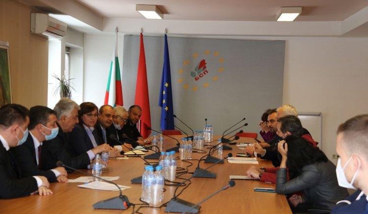 """Ръководството на парламентарната група на """"БСП за България"""" и членовете"""