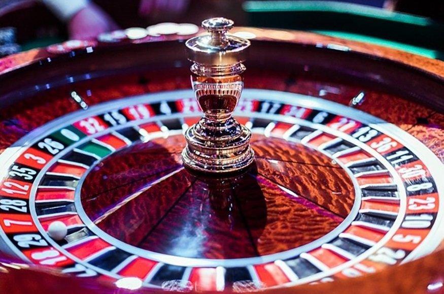 Всеки почитател на казино игрите започва своето забавление с едно