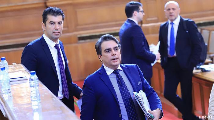Кирил Петков и Асен Василев ще представят утре плановете си
