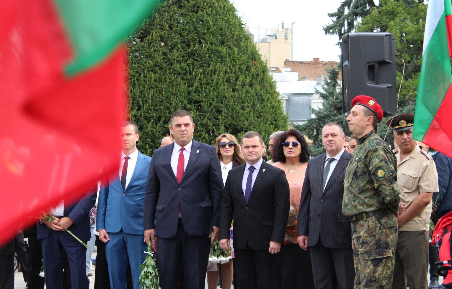 Пред Паметника на Свободата свещеници от Русенската митрополия отслужиха благодарствен