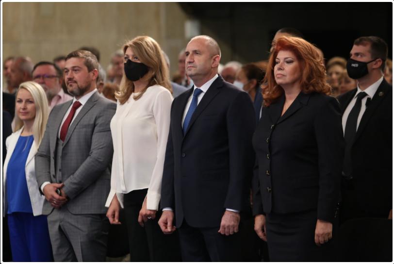 Лекар, журналисти и диригент бяха избрани за съпредседатели на комитета.