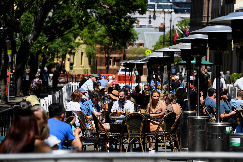 Жители на австралийския мегаполис Сидни напълниха заведенията и други обществени
