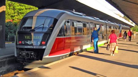 """Компанията """"БДЖ-Пътнически превози"""" е спряла временно обществената поръчка за доставка"""