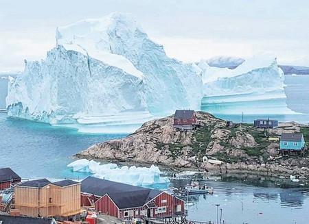 Жители на неголямо село в Източна Гренландия са били принудени