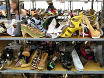 745f9198050 Абитуриенти купуват тоалети втора ръка и обувки за 15 лева   Вестник ...