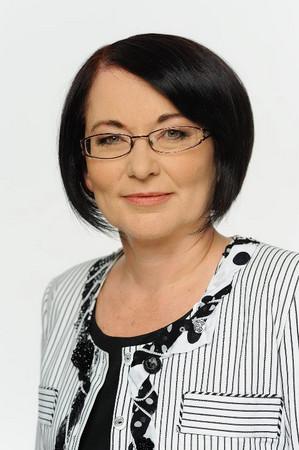 ДОНКА МИХАЙЛОВА е родена в Троян през 1959 г. Икономист