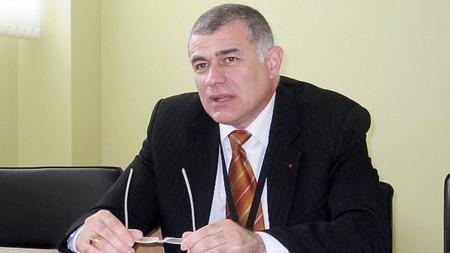 Георги ГЬОКОВ е роден на 13 декември 1961 г. Завършва