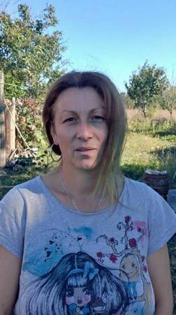 Светла Симеонова е родена във Видин. Завършила е гимназия и