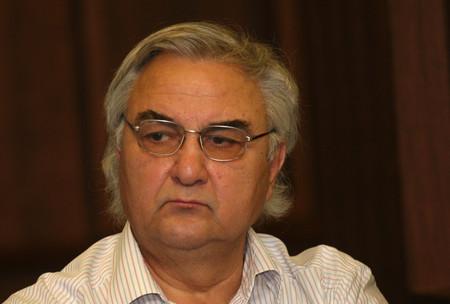 Проф. Гарабед Минасян е роден през 1944 г. Доктор е