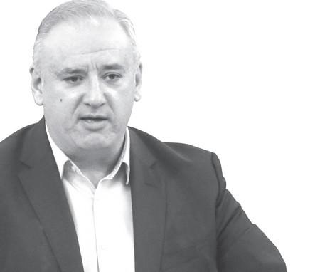 Атанас Костадинов е роден в София. Завършил е две магистратури