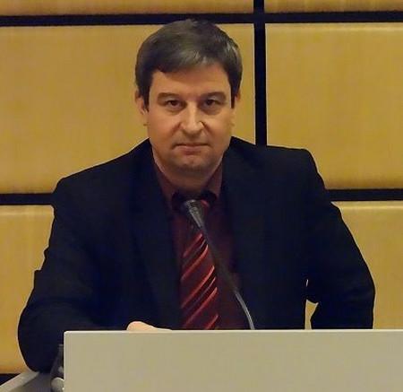 """Д-р Юлиян Петров, председател на Синдикат """"Образование""""-""""Подкрепа"""" Огромната административна тежест"""