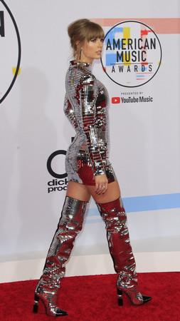 Тейлър Суифт спечели 4 отличия на Американските музикални награди. Звездата