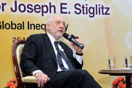"""В последното си интервю, дадено за """"Гардиън"""", икономистът Джоузеф Стиглиц"""