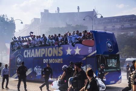 Мирисът на футбол от Световното първенство изчезва, но не и