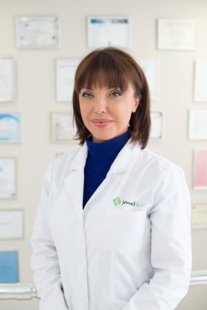 Д-р Анелия Здравкова завършва Медицинския университет в София. Има придобита