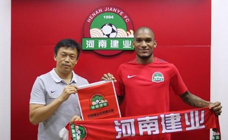 Китайският клуб Хенан представи официално Фернандо Каранга и от щаба